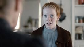 O filme que a atriz de Anne With an E não recomenda assistir quando estiver de TPM